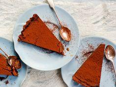 ruoka ti suklaakinuskipiiras Sweet Pie, Something Sweet, Dessert Recipes, Desserts, Sweet Tooth, Sweets, Ethnic Recipes, Tooth Fairy, Food