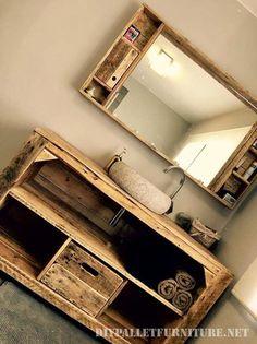Cette pièce impressionnante de mobilier pour la salle de bain a été créée par Jacques Lahaye. Le cabinet est construit de palettes et a la fois un lavabo et un grand miroir, bien sûr a également pl…