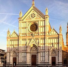 Sunset at the Basílica di Santa Croce! #florence #firenze #art #instaart #arquitecture #perfection #photooftheday #instacool #instastyle #instablogger #italia #instaphoto #elegant #blogger #cool #instaview #instatravel #travel #dapper #davidsevcab #iglesia #eglise #basilica #santacroce #top #beauty #forever @firenzecityofficial