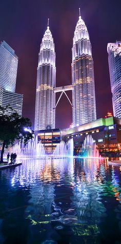 Grandes flèches qui piquent cul du ciel. Les tours Petronas de Kuala Lumpur feraient (presque) concurrence à notre mythique Tour Eiffel