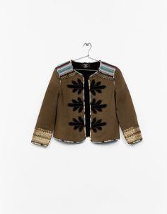 Жакет с отделкой в этническом стиле - Пальто и Куртки - Bershka Russia