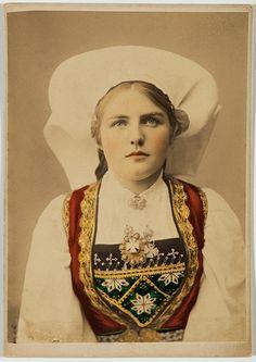 Solveig Lund Postcard, Hardanger Matron, 1885-1900