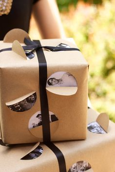 What a great idea for wrapping paper!! I love this.