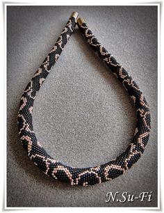 """Biżuteria od N.Su-Fi: Sznur szydełkowo-koralikowy """"Zawijasy"""""""