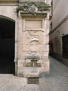 Fontaine Maubuée - Paris 4ème- first mentioned in a document from 1392 - the current one is from 1733, moved in 1937 from its original site - Centre Georges Pompidou (I believe it is dry now) #Paris