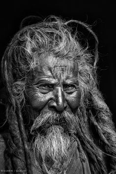 Wow check this stunning high contrast b and w portrait photography. Old Man Portrait, Foto Portrait, Portrait Art, Portrait Photography, Forensic Photography, Digital Photography, Black And White Portraits, Black And White Photography, Old Man Face