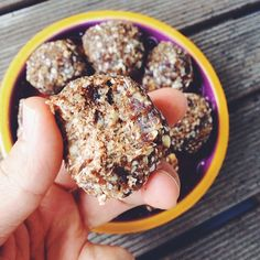 Truffle with cacao butter and hemp seed