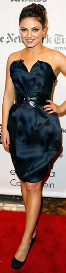Mila Kunis in Oscar de la Renta dress - http://vestidocurto.org