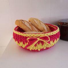 Mais cestinhos! Enchendo a casa de crochê.  #trapilho #fiodemalha #trapillo #decoração #organização #croche #crochet #crochetbasket #cesto #cestodecroche #cestodefiodemalha #cestodetrapillo #trapillocrochet #tshirtyarn