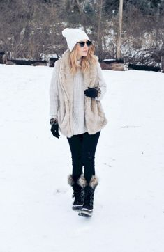 Adorable 35+ Most Popular Snow Outfits Style Ideas For Pretty Women https://www.tukuoke.com/35-most-popular-snow-outfits-style-ideas-for-pretty-women-14207