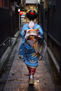 The maiko (apprentice geisha) Kyouka makes her way to the Tsurui tea house in the Gion district of Kyoto, Japan.    I've been obsessed with Geisha since a young child...my grandparent's lived in Japan for a number of years.  I would love to go to the Gion district!