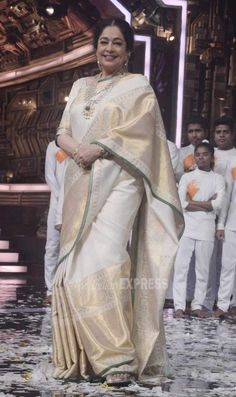 Kirron Kher posing for the cameras at the India's Got Talent finale. #Bollywood #Fashion #Style #Beauty #Saree