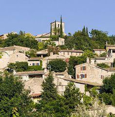 Mirmande : un des quatre plus beaux villages de France de la Drôme avec son église Ste-Foy de 12ème siècle.