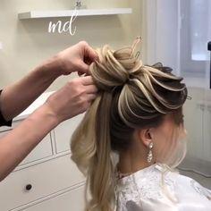 bridemaids hair If my hair looks good i can deal with anything Bun Hairstyles For Long Hair, Elegant Hairstyles, Bride Hairstyles, Medium Hair Styles, Curly Hair Styles, Hair Style Vedio, Hair Upstyles, Bridesmaid Hair, Hair Videos