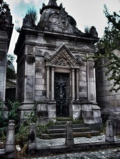 428 best mausoleums images cemetery cemetery statues graveyards