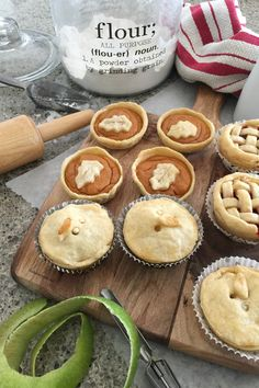 Sharing how to make these fun mini pies with these simple mini pie recipes. Great for a holiday get together or a mini pie dessert bar! How fun is that? Mini Pie Recipes, Fall Recipes, Pie Dessert, Dessert Recipes, Desserts, Flakey Pie Crust, Thanksgiving Dinner Recipes, How To Make Pie, Homemade Pie Crusts