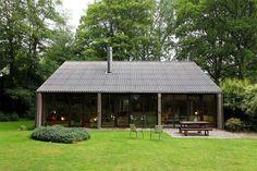 Casa de autor, piezas de diseño y bloques de hormigón · A home with concrete blocks and impeccable design