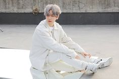 Image discovered by Find images and videos about kpop, exo and baekhyun on We Heart It - the app to get lost in what you love. Baekhyun Chanyeol, Exo Chanbaek, Kris Wu, Luhan And Kris, Kai, Got7, Exo Official, Xiuchen, Chinese Boy