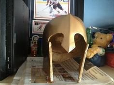 Here is my DIY on a Spartan Helmet / Voici mon DIY d'un Casque Sparte *This is for a school project, thats why its in french
