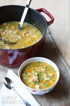 Easy Paleo White Chicken Chili - a healthy low carb, low fat, high flavor White Chicken Chili that will make your house smell like heaven. - Paleo or not, that looks delicious! Paleo Recipes, Soup Recipes, Whole Food Recipes, Cooking Recipes, Dinner Recipes, Paleo Chicken Recipes, Cooking Pork, Paleo Meals, Recipies