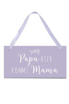 """*Hochzeitsschild """"Papa hier kommt Mama""""*   Tolles Schild mit Aufdruck """"Papa hier kommt Mama"""" zur Hochzeit. Das Material ist leicht, damit es auch kleine Kinder ohne Probleme tragen können.  Die..."""
