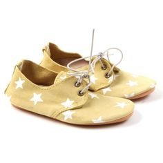 Adorable yellow Anniel Zizi Stars Shoes