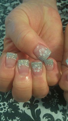 Shidale nails gel nails silver and Hawaiin flowers. - All For Hair Color Trending Fabulous Nails, Gorgeous Nails, Pretty Nails, Gel Nail Designs, Cute Nail Designs, Sweet 16 Nails, Hawaiian Nails, Cruise Nails, Beach Nails