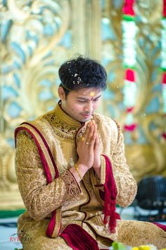 A Bright Telugu Wedding In Vijayawada With A Traditional Flavour Groom Wear, Groom Outfit, Marriage Dress For Men, Indian Men Fashion, Men's Fashion, Mens Ethnic Wear, Bride Pictures, Telugu Wedding, Smart Menswear