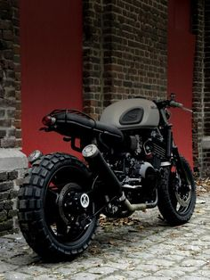 The British manufacturer, Triumph Motorcycle, introduced the latest addition to their scrambler motorbike lineup. Triumph presents the Scrambler 1200 with this Sportster Cafe Racer, Bobber Bmw, Moto Bike, Cafe Racer Motorcycle, Triumph Motorcycles, Custom Motorcycles, Custom Bikes, Vintage Motorcycles, Triumph Scrambler Custom