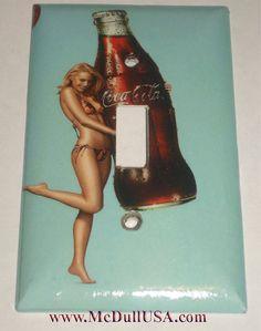 Fille sexy avec Coca-Cola Coke bouteille bascule, interrupteur à bascule lumineux & puissance sortie Duplex plaque couvercle décor à la maison