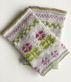 Flower Hand Warmers Fair-Isle knitted hand warmers with beautiful flower motivs. Knitting Stiches, Baby Knitting Patterns, Knitting Designs, Knitting Projects, Hand Knitting, Intarsia Patterns, Stitch Patterns, Knit Mittens, Knitted Hats