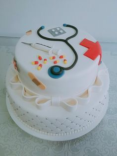 bolo enfermagem redondo #boloenfermagem #enfermagem #saude #festaenfermagem #bolodeformarturaenfermagem #decoracaoenfermagem #festaenfermage Nurse Grad Parties, Nurse Party, Cake Decorating Designs, Cake Designs, Pharmacy Cake, 40th Anniversary Cakes, Medical Cake, Doctor Cake, Brithday Cake