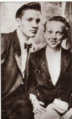 Elvis  (left)