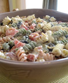Cassidy's Recipe Addiction: Bacon Ranch Pasta Salad (bacon, ranch dressing, mayonnaise, garlic powder, black pepper,tomatoes, black olives, shedded cheese)