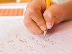 Zehn Regeln gegen den Frust  Kaum ein Schüler setzt sich gut gelaunt und fröhlich an seine Hausaufgaben. Denn das nachmittägliche Lernen ist vor allem eines: langweilig. Bessere Rahmenbedingungen machen es Kindern und Eltern leichter. Unser Zehn-Punkte-Programm verrät, wie das Pauken besser klappt.