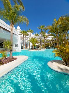 Piscina del hotel /Swimming pool of the hotel #h10esteponapalace #estepona palace #estepona #h10hotels #h10 #hotel10