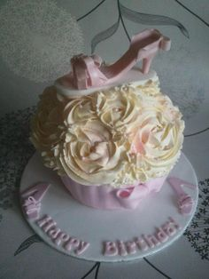 Pink shoe giant cupcake ... by Sweetpea cakes and Treats, via Flickr
