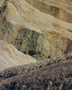 Pretty badlands.  Death Valley California.  2015 . . @deathvalleynps @nationalparkservice #dvnp #desert #mojave #minimalism #unlimitedminimal #rsa_minimal #supermegamasterpics_minimal #minimal_perfection #mnm_gram #mindtheminimal #soulminimalist #ig_minimalist #minimalism_world #loves_minimalism #main_vision #artofvisuals #watchthisinstagood #landscape_captures #awesome_earthpix #natureaddict #rsa_rural #awesomeearth #ourplanetdaily #californialove #jj_california #californiadreaming…
