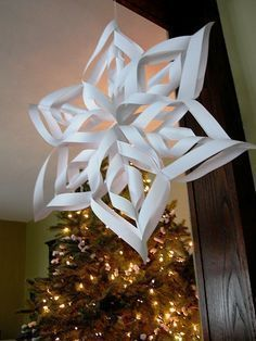 Christmas Table Decorations, Christmas Wreaths, Holiday Decor, 3d Paper Snowflakes, Butcher Paper, Christmas Inspiration, Easy Projects, Paper Art, Origami