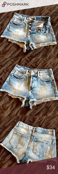TOPSHOP Moto Shorts!! Distressed 5 pocket denim shorts with a frayed hemline! Very cheeky and perfect to wear over a swimsuit bottom! Lightly used! Topshop PETITE Shorts