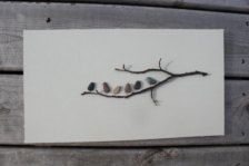 Amigos con plumas  8 de 15 del guijarro arte de NS por Sharon Nowlan tapete gris/beige cálido marco de madera oscuro  (ver otras obras de para ver el marco que utilizo)