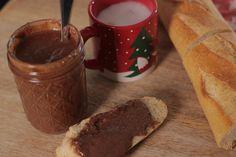 Une alternative au nutella ? Préparez votre pâte à tartiner maison avec de bonnes noisettes grillées et du chocolat au lait. Recette facile et rapide.