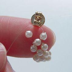 「小粒パールのフープイヤリングの作り方」のピアス編も紹介します!...                                                                                                                                                                                 もっと見る