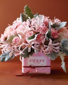 Romantic Valentine's Day Flowers. Absolutely beautiful.