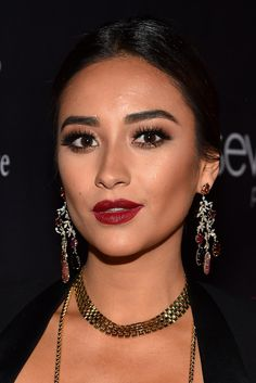 Shay Mitchell | 23 Celebs Whose Eyebrows Are On Fleek