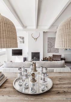 Esta preciosa vivienda, rediseñada por sus propietarios casi en su totalidad, se ha convertido en un hogar realmente inspirador y relajant...