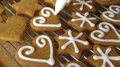 Keto Gingerbread Cookies - Know 2 How Gourmet Recipes, Cookie Recipes, Icing Recipes, Non Plus Ultra, Ginger Bread Cookies Recipe, Coconut Flour, Royal Icing, Gingerbread Cookies, Food To Make