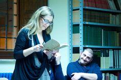 Silvia Lombardo legge un brano del suo libro a Cupramontana. Godimento degli ascoltatori.