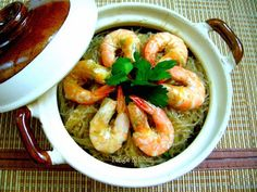 Braised prawns with glass noodles - clay pot