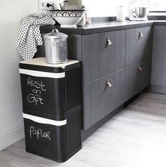 Ook lifestyleblogger Arja is gaan scheiden met onze afvalbak, lees hier haar ervaring. Decor, Small Spaces, Home Hacks, Laundry Organization, Home Decor, Kitchen, Garbage Recycling, Storage, Recycling Storage